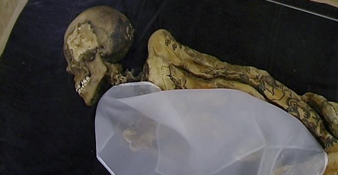 Mumie mit Tätowierung